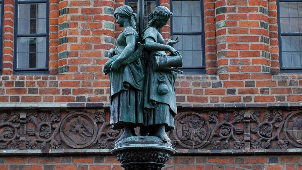 Marktfrauen vom Hase-Brunnen vom alten Rathaus Hannover